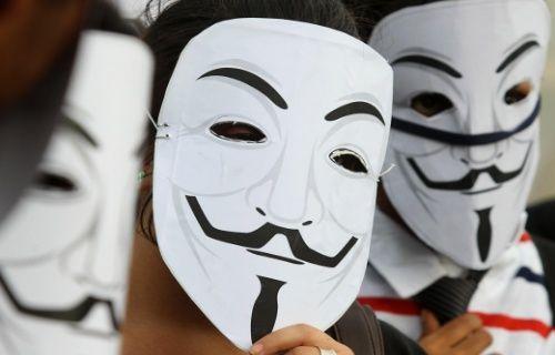Anonymous hacker grubuyla işbirliği yapan gazeteci hapse mahkum oldu
