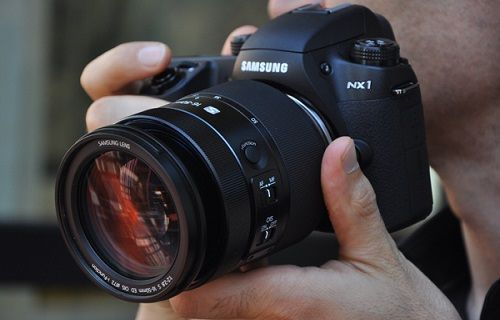 Samsung akıllı kamera NX1 için kapsamlı bir güncelleme başlattı