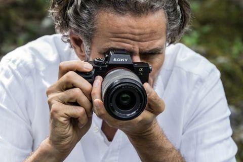 Sony yeni kamerası A7 II ile sınırları zorluyor