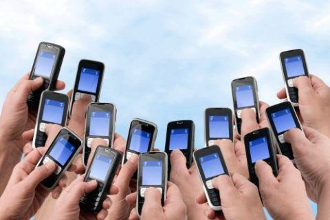 Cep telefonu fırlatma yarışmasını duydunuz mu? Ödül yeni bir cep telefonu!